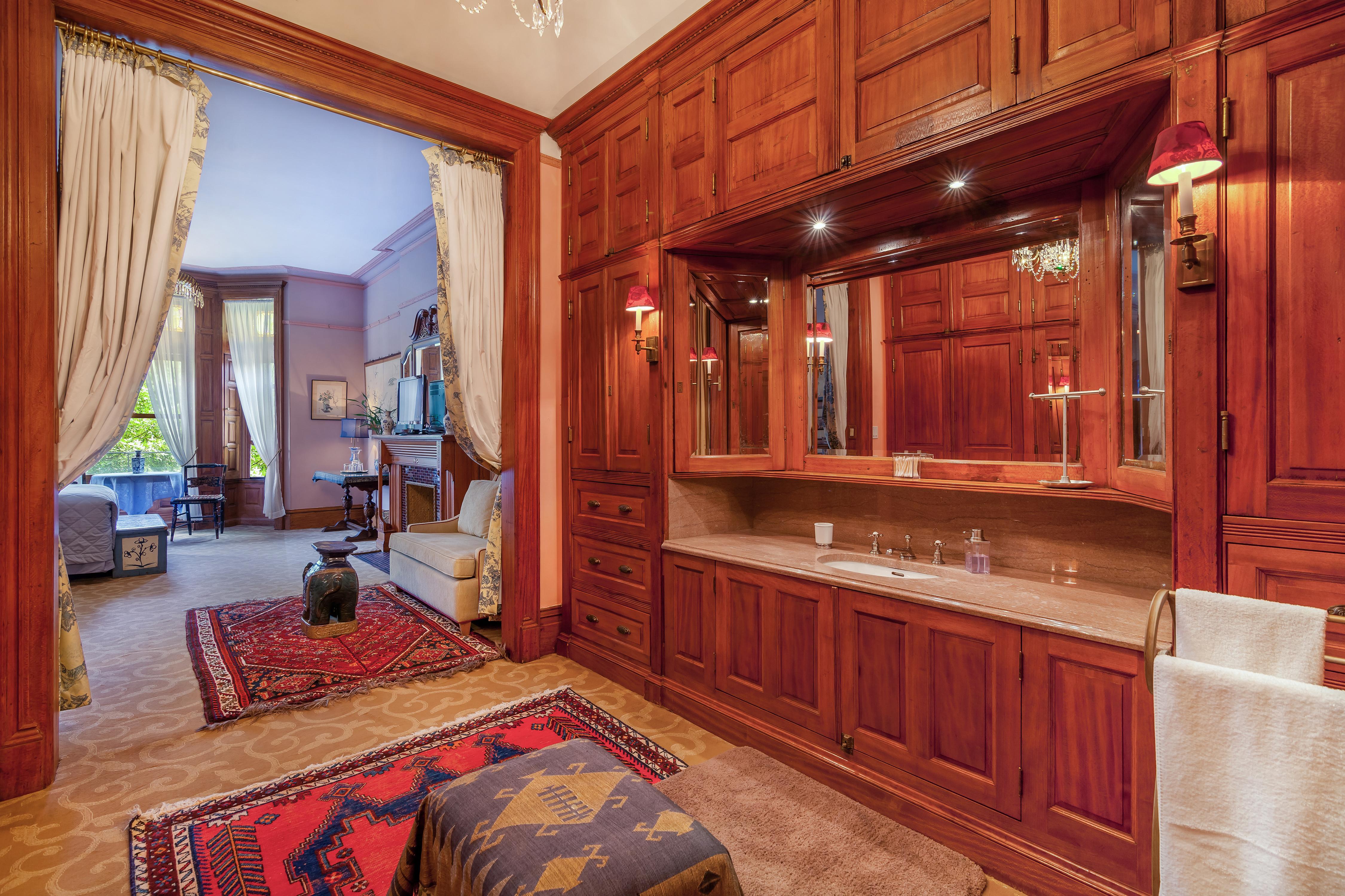 Private Suite in Manhattan Mansion photo 23324794