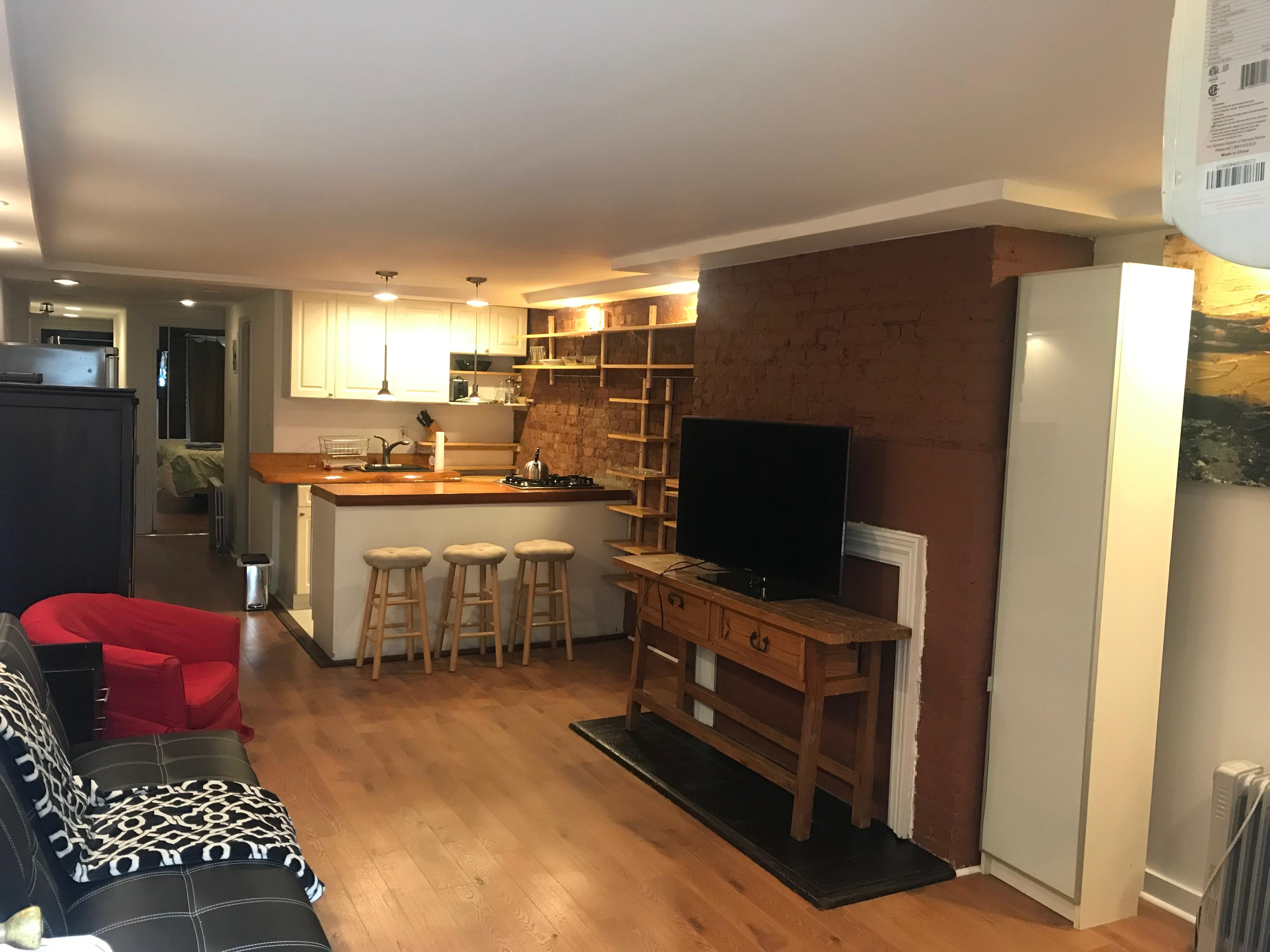 Stunning 1 bedroom with private backyard photo 997680