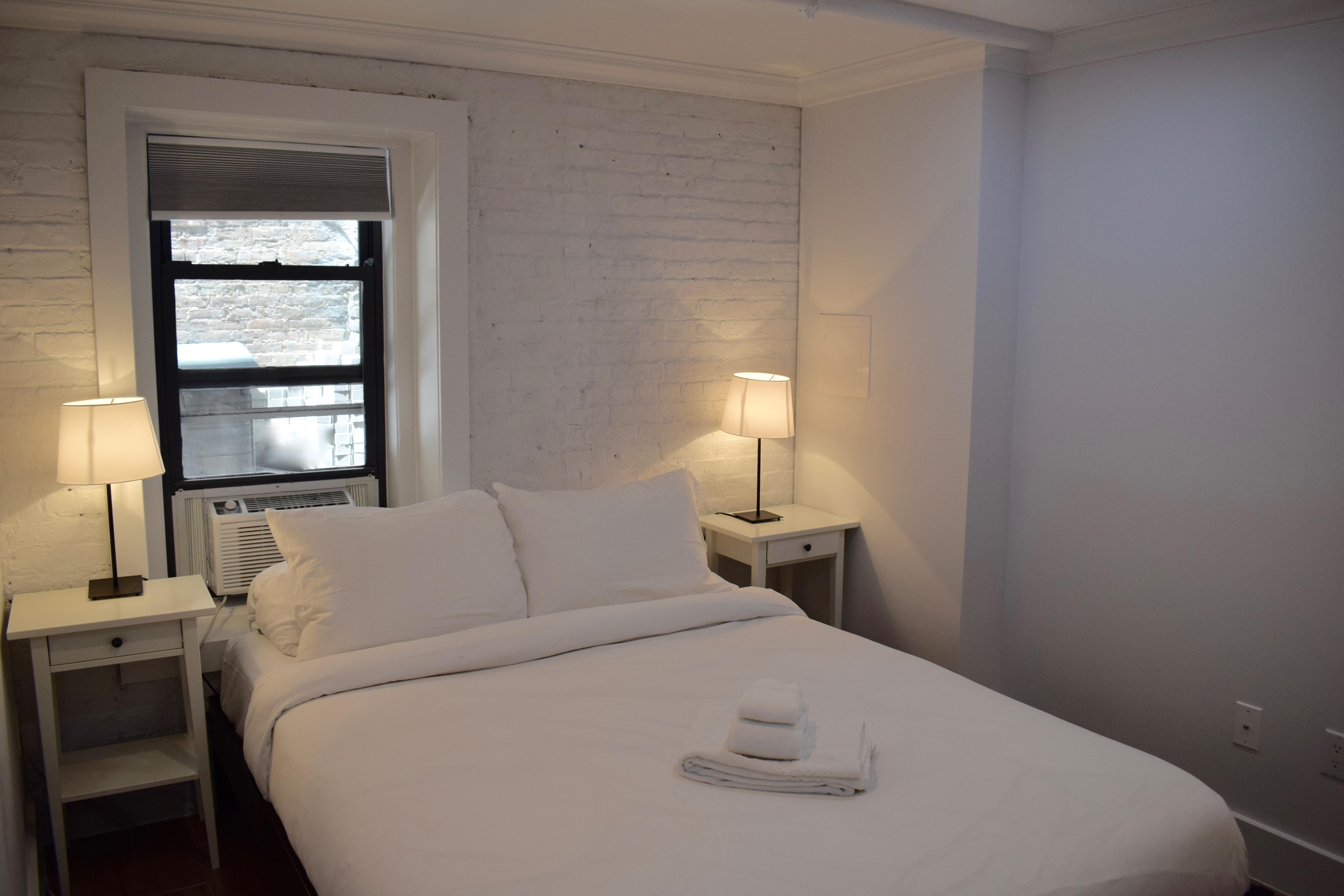 Apartment East Village - Modern Duplex 3BR 2BA Private backyard  photo 5913375