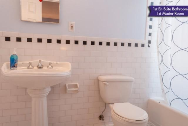 Bathroom en suite  master bed 1