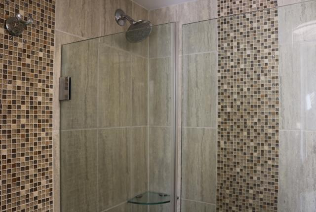 Full Bathroom w  Stand Up Shower   Tub